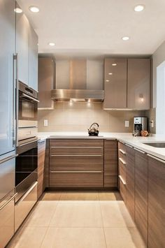 8 Simple and Impressive Tips: Kitchen Remodel Blue Spaces long kitchen remodel cabinets.Small Kitchen Remodel Renovation u shaped kitchen remodel window. Kitchen Room Design, Kitchen Cabinet Design, Interior Design Kitchen, Interior Modern, Modern Luxury, U Shape Kitchen, U Shaped Kitchen Interior, Diy Interior, Modern Decor