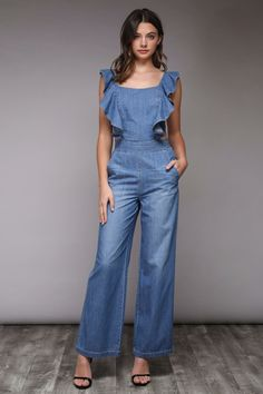Ruffle denim tie back jumpsuit. - Rock the trend with this adorable denim jumpsuit Ruffle Jumpsuit, Jumpsuit Outfit, Denim Jumpsuit, Summer Jumpsuit, Culotte Pants, Denim Pullover, Denim Jumper, Denim Overalls, Blue Jumpsuits