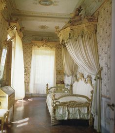 Beautiful Crème Bedroom