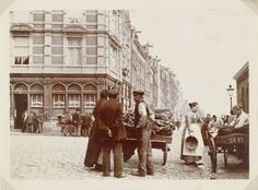 Amsterdam: Vendors with barrows, corner of Nieuwmarkt/Geldersekade, James Higson, 1904. Collection Rijksmuseum