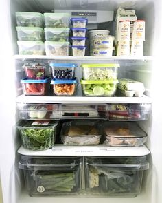 Have a peek inside a professional organizer& fridge and freezer! It& organized to make the best use of space and for minimal food waste! And it& a video! Refrigerator Organization, Kitchen Organization, Kitchen Storage, Food Storage, Organized Fridge, Freezer Organization, School Organization, Organizing Hacks, Organizing Your Home