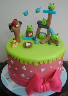 Angry Birds cake in action