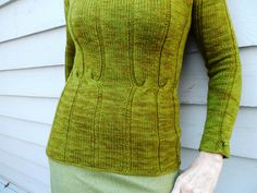Clever use of cables to define waist!  Rhinecliff pattern by Laura Aylor on ravelry