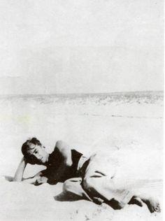 Roland Barthes. Biscarosse, Landes, 1932.
