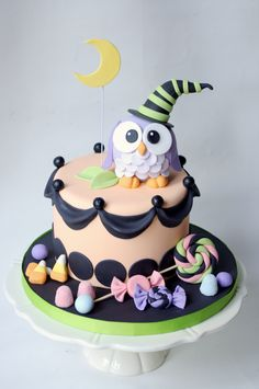 This is a beautifully made cake. Halloween Owl Cake - Sugarbelle Cakes