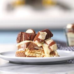 Kinder Bueno Trifle - Recipe with video instructions: Chocolate and hazelnut lovers will lose it for this trifle made wit - Köstliche Desserts, Chocolate Desserts, Delicious Desserts, Dessert Recipes, Yummy Food, Tasty, Cooking Tv, Cooking Recipes, Eat Dessert First