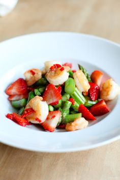 stilinberlin daniels eatery-3 Green asparagus salad with strawberries, chili-prawns and a prosecco-vanilla vinaigrette