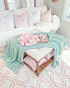 Living Room Decor, Bedroom Decor, Home Decor Inspiration, Decor Ideas, Glam Room, Spring Home Decor, Style Vintage, My New Room, Home Decor Accessories
