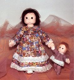 Soft Sculpture Cloth Doll PDT Instruction & Pattern Maggie. Pattern Description: A Girl romantic. PDF 21 pages in color with step by step. Pattern is on a full size. Great base to sew many different dolls. The instructions is in Italian, but Google translate does a good job.  Pattern description in Italian and English. Rossella Usai