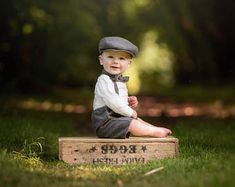 Grey wool mix sitter set with flat cap, photo prop Vintage Baby Photography, Baby Boy Photography, Little Boy Pictures, Baby Pictures, Boy Birthday Pictures, Children Photography Poses, Baby Boy Photos, Baby Boy Outfits, Flat Cap