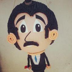 profesor jirafales....... doña piñata....