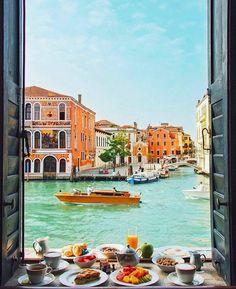 Breakfast in Venice !