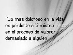 """""""Lo más doloroso en la vida es perderte a ti mismo en el proceso de valorar demasiado a alguien"""" :/"""