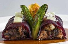 Canelón de rabo de toro con vino sólido Comida Filipina, Degu, Meat Chickens, Tapas, Catering, Sandwiches, Healthy Eating, Cooking Recipes, Favorite Recipes