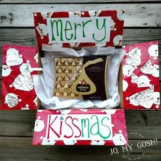 Share Christmas cheer with a Merry Kissmas care package. Crafts For Teens To Make, Crafts To Sell, Easy Crafts, Diy And Crafts, Diy Craft Projects, Craft Tutorials, Craft Ideas, Christmas Care Package, Christmas Gifts
