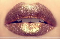 Rose gold lips... I would look like a $2 hooker in this, but it would be really pretty nail polish!!