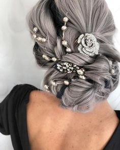 112 fantastic hairstyles for you to keep cool in hot summer - page 13 Silver Grey Hair, Blue Hair, White Hair, Pretty Hairstyles, Braided Hairstyles, Flowers In Hair, Flower Hair, Evening Hairstyles, Cool Hair Color