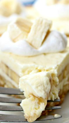 Banana Cream Cheesecake Recipe ~ You can make it up to 2 days in advance, and your guests will love it