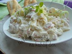 Velmi lehký a jemný salát k masu i jen tak. Salad Recipes, Healthy Recipes, What To Cook, Vegetable Recipes, Potato Salad, Cabbage, Food Porn, Food And Drink, Low Carb
