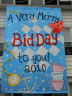 this sorority had some fabulous decorations for an Alice in Wonderland Bid Day