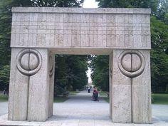 Constantin Brancusi  ''The Kiss Gate''