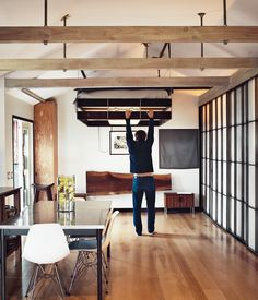 suspended bed design for small spaces Compact House, Compact Living, Tiny Apartments, Tiny Spaces, Small Space Living, Living Spaces, Living Room, Suspended Bed, Hollywood Homes