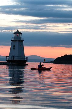 Kayak Accessories Lights Time to find some new roots. 14 Underrated Places You'll Really Want To Move To - With an extremely vibrant downtown, the Lake Champlain waterfront, and several breweries, there's always something to do in Burlington. Lac Champlain, Lake Champlain Vermont, Canoe And Kayak, Kayak Fishing, Canoe Boat, Fishing Tips, Kayaking Tips, Inflatable Kayak, Lake Life