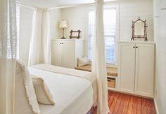 Entire home/apt in Beaufort, United States. This home is in the heart of the historic district and was just renovated by an interior designer. Although an historic home, it is fully modern and updated with new fixtures and appliances. 5 blocks to restaurants, shopping and parks.