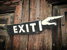 Brunetta art & deco: Letrero Exit estilo vintage de madera, hecho a mano. Art Deco, Retro, Sweet Home, Woodworking, Diy, Presents, Restaurant, Signs, Home Decor