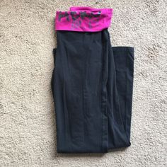 Aero Yoga Pants Black yoga pants with pink waistband. Super stretchy and comfortable. No flaws and in good used condition  Aeropostale Pants Track Pants & Joggers