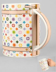 Coffee Mug Handbags - The Monogram Bag Mug is Even Better Than the Real Thing. The ultimate drinking vessel for ladies on a budget, it even looks like a miniature handbag when turned over on its side. Christian Audigier, Stars Disney, Wholesale Designer Handbags, Cute Cups, Coffee Drinkers, Pottery Painting, Vintage Louis Vuitton, Louis Vuitton Handbags, Lv Handbags