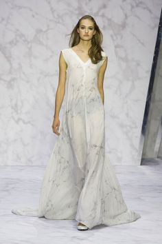 Pin for Later: 45+ Stunning Bridal Looks From London Fashion Week Daks Spring 2016