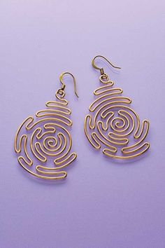 Bend wire in a beautiful spiral labyrinth pattern to make these chic earrings. Required Materials: 18-gauge dead soft brass colored craft wire, spoolBrass-colored ear wires, 2Round-nose