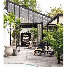 There is no more hurdle to know how to do greenhouse gardening? Greenhouse gardening is only possible in the best climatic conditions and weather variables. Outdoor Rooms, Outdoor Gardens, Outdoor Living, Outdoor Decor, Indoor Garden, Patio Design, Exterior Design, Garden Design, Orangerie Extension