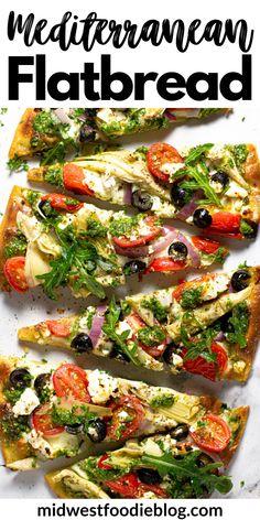 Flatbread Toppings, Easy Flatbread Recipes, Flatbread Ideas, Flatbread Appetizers, Mediterranean Pizza, Mediterranean Diet Recipes, Easy Vegetarian Dinner, Vegetarian Recipes, Gourmet