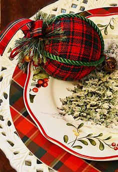 Love the tartan ornament in this Christmas place setting! Tartan Christmas, Christmas China, Christmas Dishes, Christmas Colors, All Things Christmas, Christmas Themes, Christmas Holidays, Christmas Crafts, Christmas Ornaments