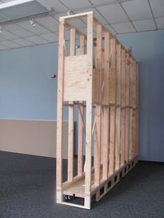 Internal structure for portable walls. Good idea for flexible space to customize different exhibit layouts. Philadelphia Sculpture Gym: Who the heck are we...