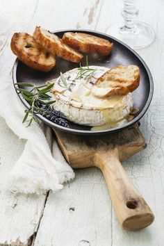 French Recipe : baked camembert