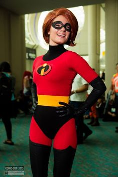 Elastigirl cosplay at SDCC 2015 Comic Con Cosplay, Disney Cosplay, Anime Cosplay, Cosplay Armor, Epic Cosplay, Amazing Cosplay, Cosplay Wigs, Halloween Cosplay, Halloween Costumes