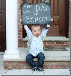 🌟Tante S!fr@ loves this📌🌟Photo souvenir de rentrée des classes Blog Bebe, Photo Souvenir, Foto Baby, School Photos, School Portraits, 1st Day Of School Pictures, Jolie Photo, Cute Photos, Future Baby