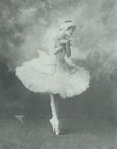 16 Famous Dancers You Need to Know: Anna Pavlova (1881-1931)