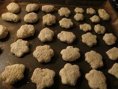 Τυροπιτάκια με φυτίνη!  Από τις πιο παλιές μου συνταγές, τότε που τρώγαμε φυτίνη πριν βγούνε οι μαργαρίνες!  Τα ξανα έφαγα σε μία φίλη... Comme Un Chef, Le Chef, Greek Recipes, Dog Food Recipes, Lunch, Snacks, Cookies, Baking, Desserts