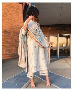 Kurta Designs, Lehenga Designs, Blouse Designs, Dress Indian Style, Indian Fashion Dresses, Fashion Outfits, Indian Fashion Modern, Indian Inspired Fashion, Eid Outfits