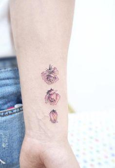 El atractivo proceso de una rosa floreciendo. | 21 Delicados tatuajes que vas a querer antes de que se acabe el 2016