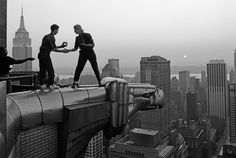 Photographer Annie Leibovitz (and assistant Robert Bean) on the Chrysler Building, New York, 1991 #womensart