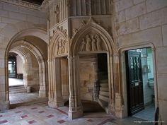 Palais Jacques Cœur, Galerie basse - entrée des escaliers