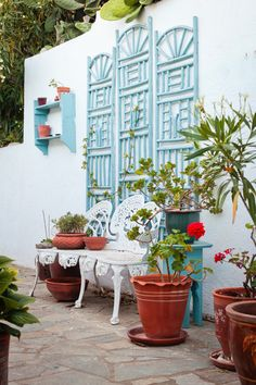 #LOVE this Greek-Themed Courtyard #Garden!
