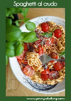 Make your own spaghetti from scratch and make this summer dish with fresh tomatos, basil and other ingredients. The best pasta dish and it is possible without a machine! Homemade Spaghetti, Homemade Pasta, Best Pasta Dishes, Recipe Cover, Summer Dishes, Fabulous Foods, Perfect Food, Chicken Recipes, Clean Eating