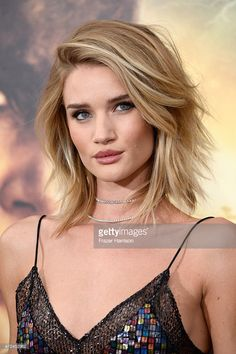 Rosie Huntington-Whiteley attends the premiere of Warner Bros.  Blond short haircut