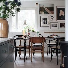 my scandinavian home: Green and Pink Accents in a Beautiful Swedish Family Home Dining Room Inspiration, Interior Inspiration, Dining Room Design, Interior Design Kitchen, Interior Plants, My Living Room, Living Spaces, Scandinavian Home, Style At Home